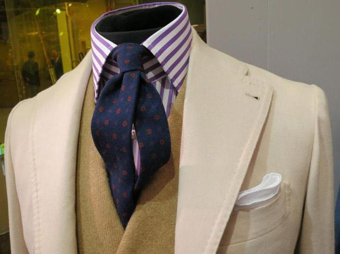 Ancient madder tie